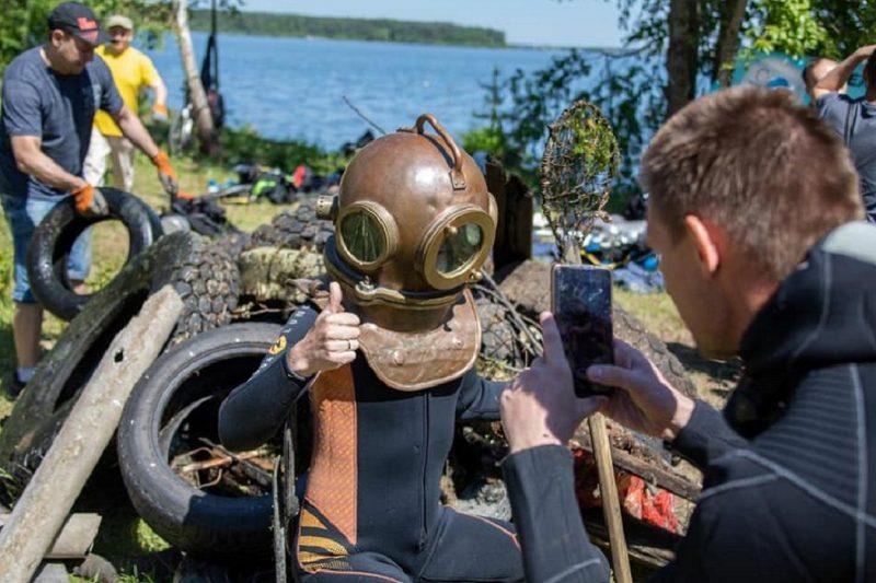 В Екатеринбурге озеро Шарташ почистили дайверы и волонтёры