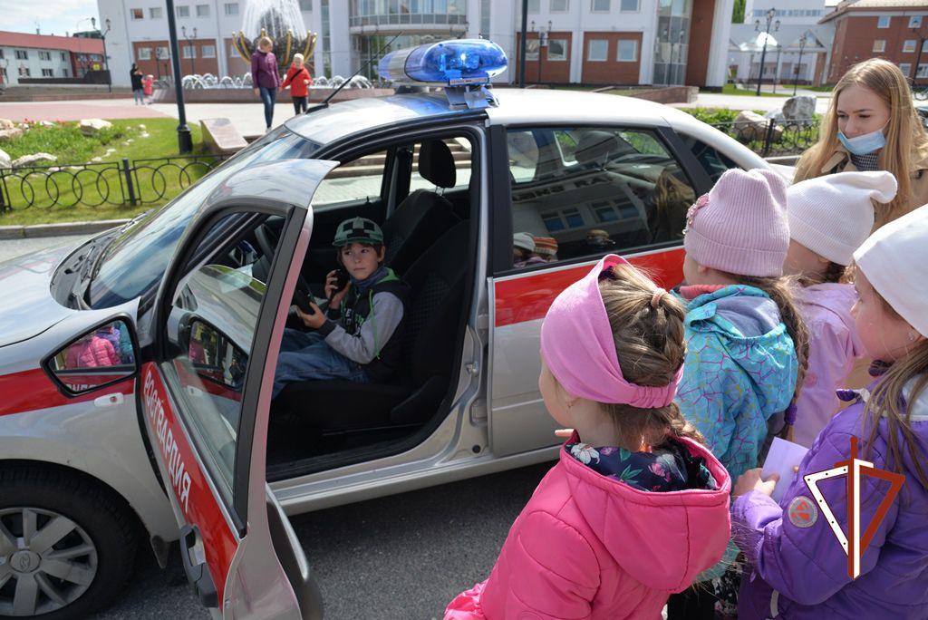 В Югре росгвардейцы провели мероприятия в Международный день защиты детей