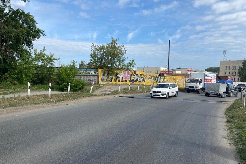 В Екатеринбурге разыскивают сбившего девушку на велосипеде мотоциклиста