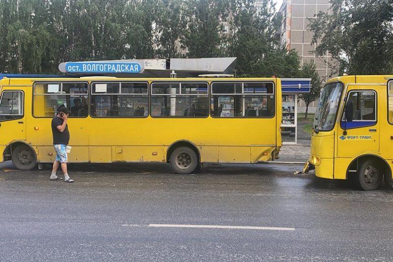 Ребёнок и двое взрослых пострадали в ДТП с автобусами в Екатеринбурге