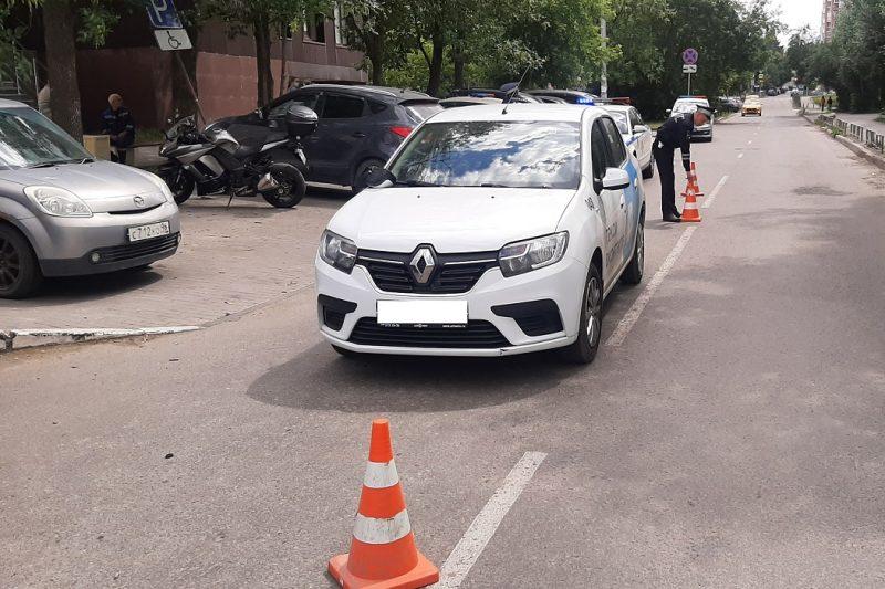 В Екатеринбурге на улице Чайковского 9-летнюю девочку сбил «Рено Логан»