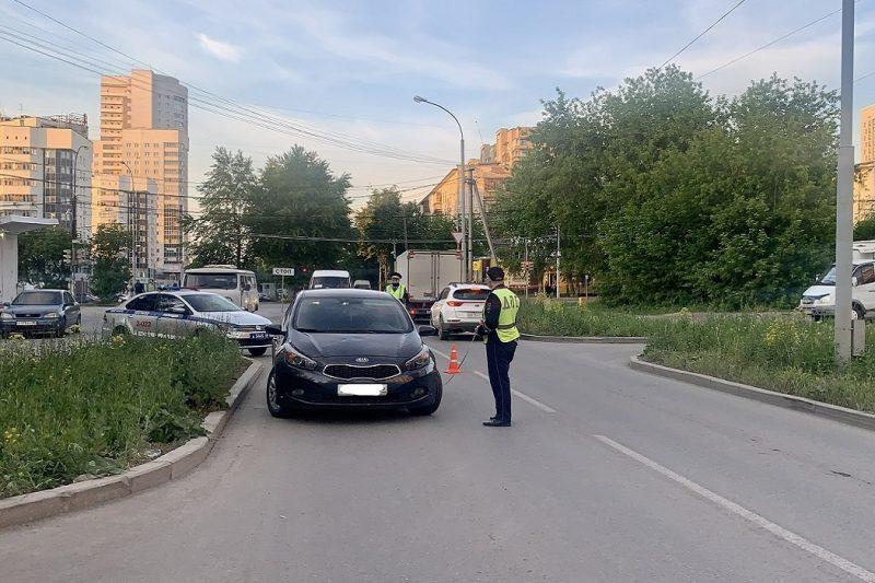 В Екатеринбурге на Эльмаше водитель KIA сбил 8-летнего мальчика