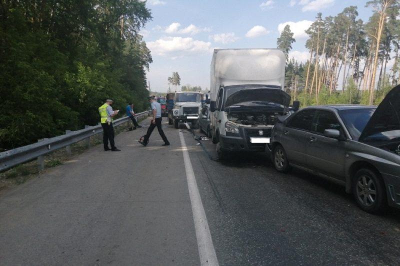 ДТП с пятью автомобилями произошло на ЕКАД из-за водителя самосвала