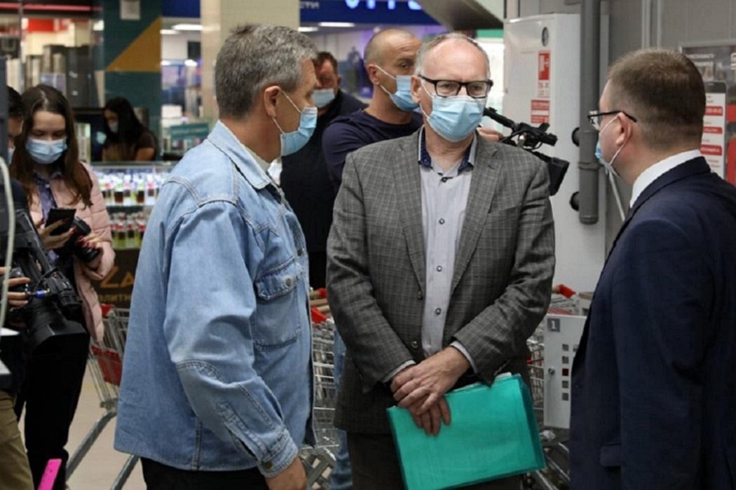 Магазин + Магнит + люди + маски + люди в масках