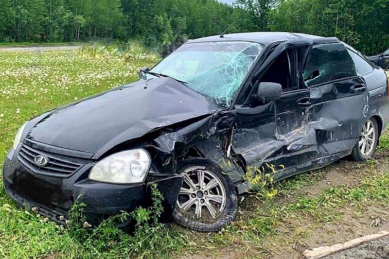 Парень с девушкой на «Приоре» пострадали в ДТП в Пыть-Яхе