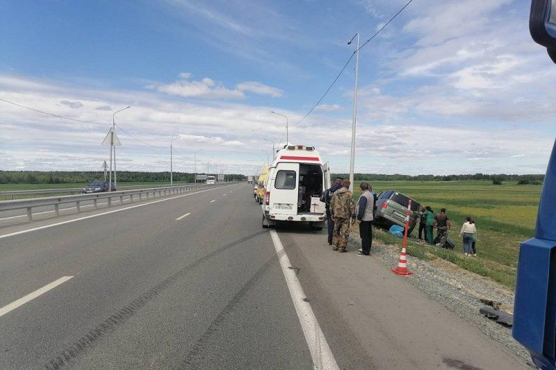 Семья из Югры с двумя детьми влетела в грузовик под Тюменью 1