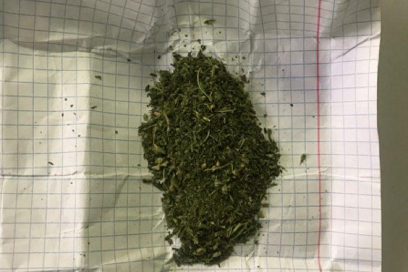 Транспортные полицейские Ноябрьска задержали свердловчанина с наркотиками