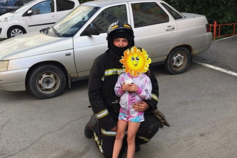 В Челябинске пожарные спасли 5-летнюю девочку оставленную одну дома