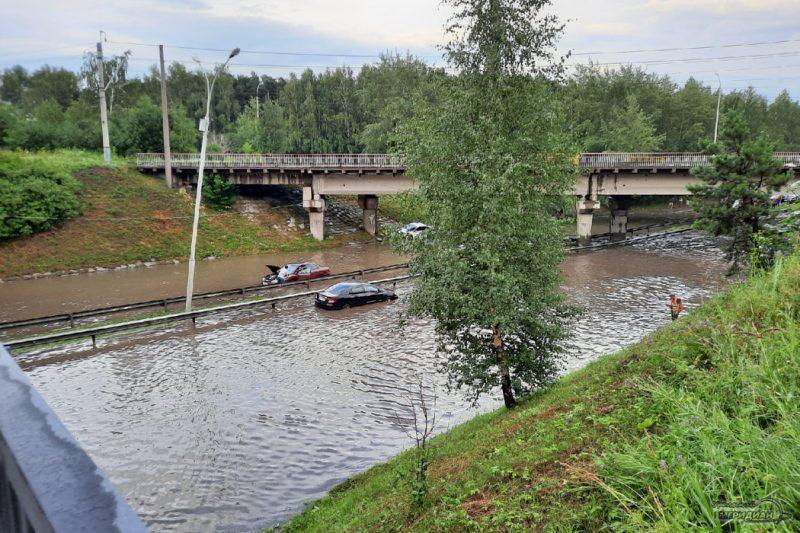 V Ekaterinburge zatopilo ulitsu Proezzhuyu 03