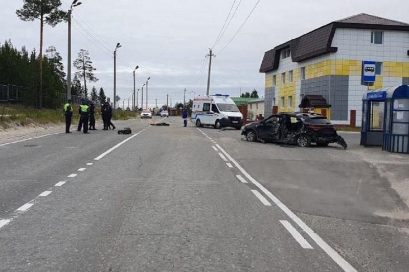 В Ноябрьске водитель иномарки разбился насмерть, влетев в столб