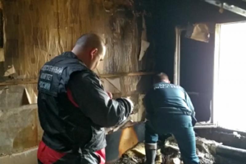В Пыть-Яхе при пожаре в частном доме погибли двое взрослых и двое детей