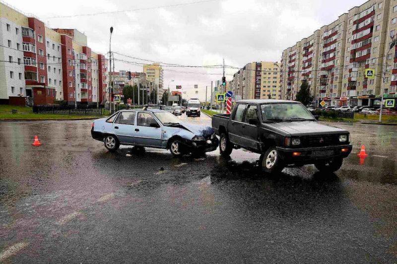 В Сургуте пенсионер на иномарке устроил ДТП с двумя пострадавшими
