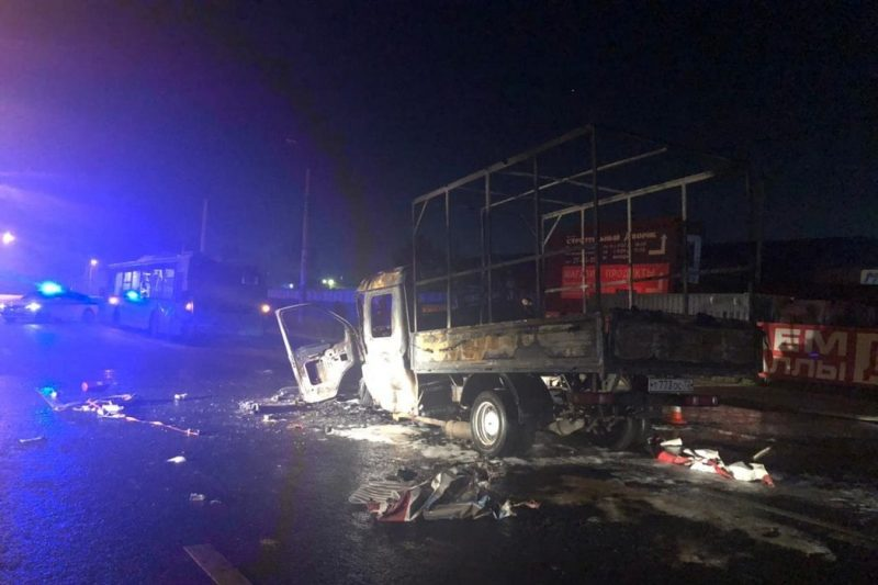 В Тюмени «Газель» въехала в автобус и загорелась, двое погибли