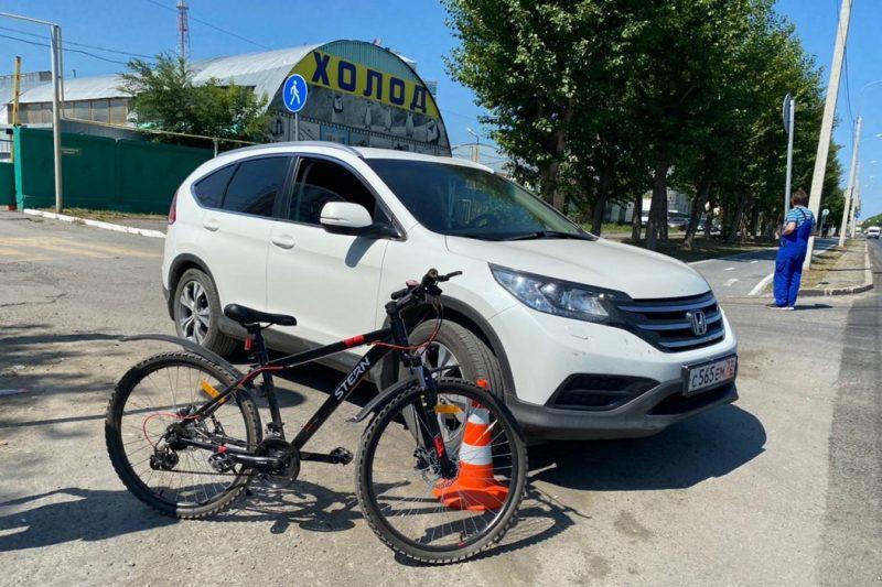 В Тюмени иномарка сбила 17-летнюю велосипедистку