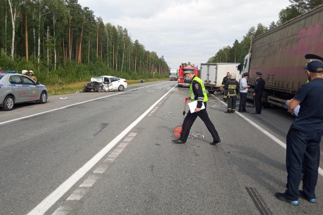 В ДТП на ЕКАД погибла 58-летняя водитель Hyundai и пострадали 3 человека