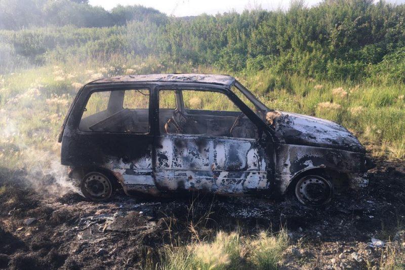В Екатеринбурге 25-летний мужчина угнал и сжёг «Оку» на Сибирском тракте