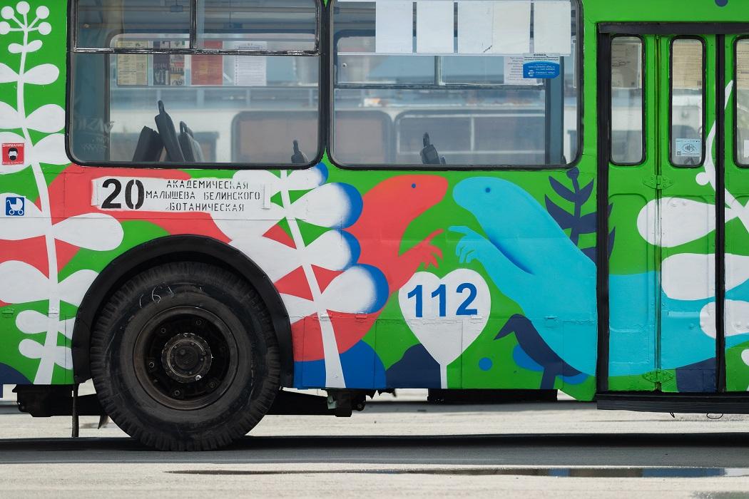 В Екатеринбурге расписанный художницей троллейбус №20 вышел на линию