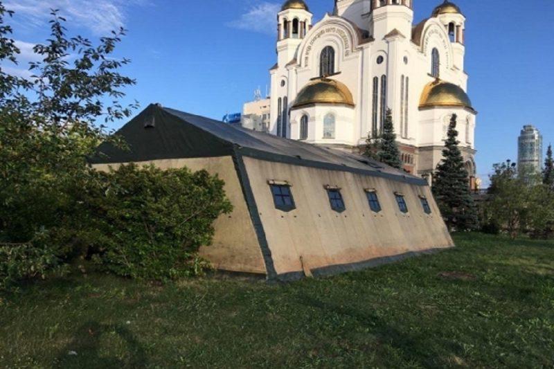 У Храма на Крови в Екатеринбурге возвели палаточный городок для паломников