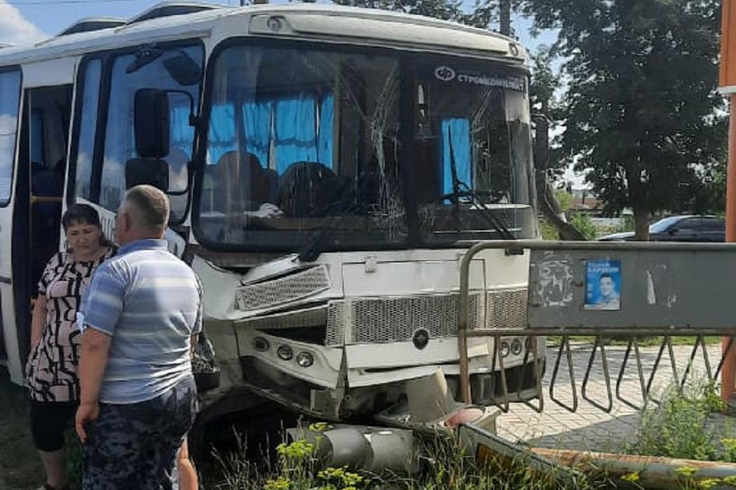 postradali tri passazhira avtobusa