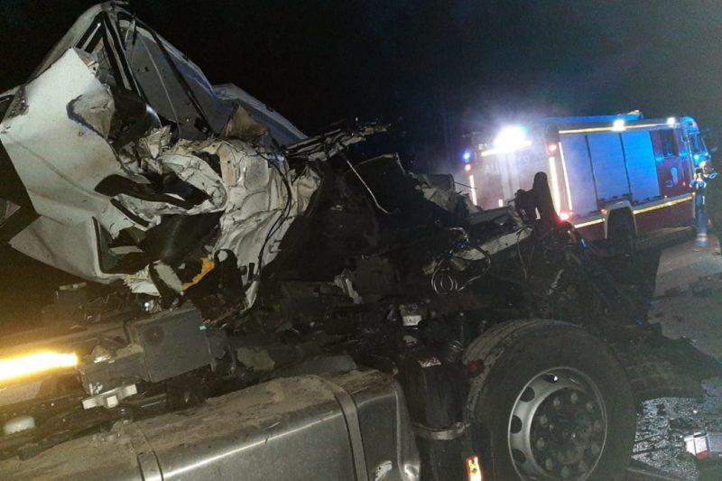 В ДТП на ЕКАД водитель фуры уснул за рулём и врезался в фуру на обочине