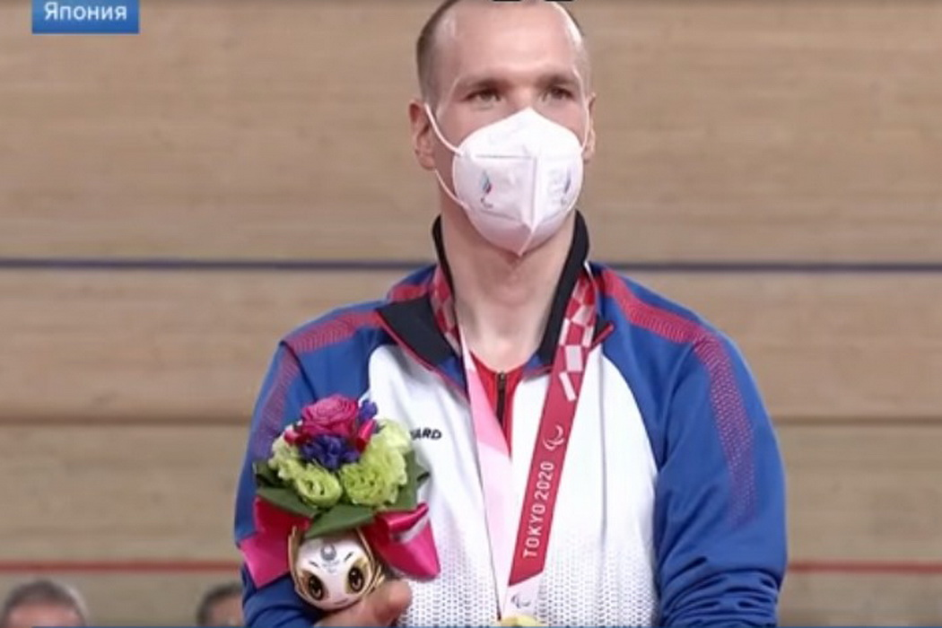 Михаил Асташова выиграл золото на Паралимпиаде в Токио
