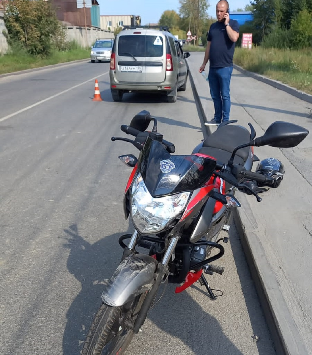 В Екатеринбурге 16-летний байкер пострадал при столкновении с Lada Largus
