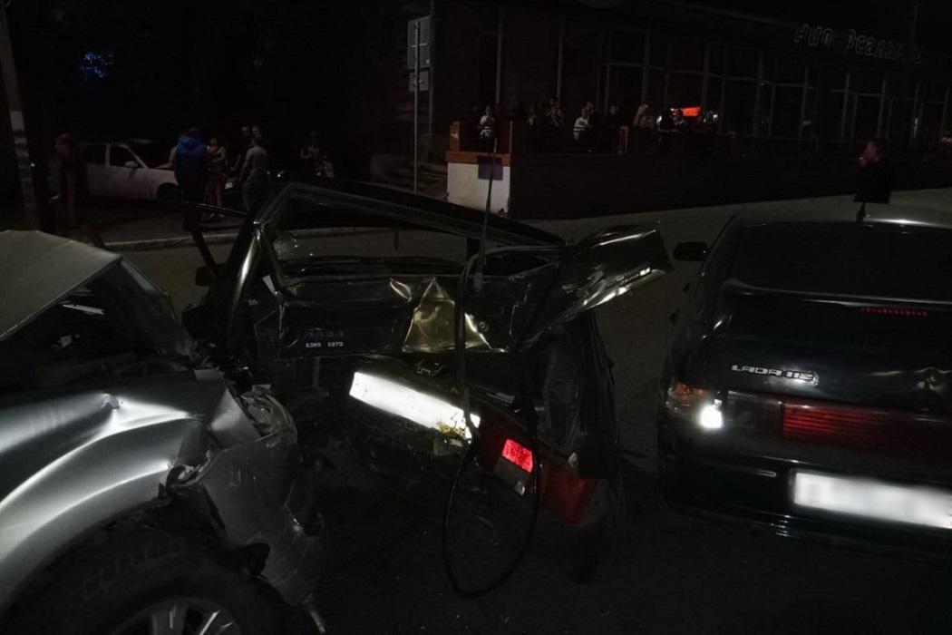 Авария + столкновение + ДТП + несколько машин + несколько автомобилей + битые машины + битые автомобили