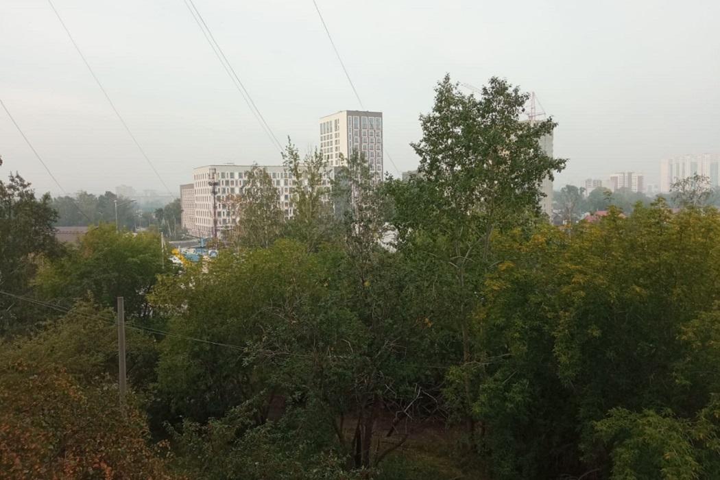 Екатеринбург накрыло дымом от пожара под Первоуральском