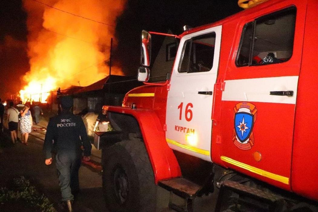 Пожарная машина + пожар + пожарные + спасатели + огонь + горит