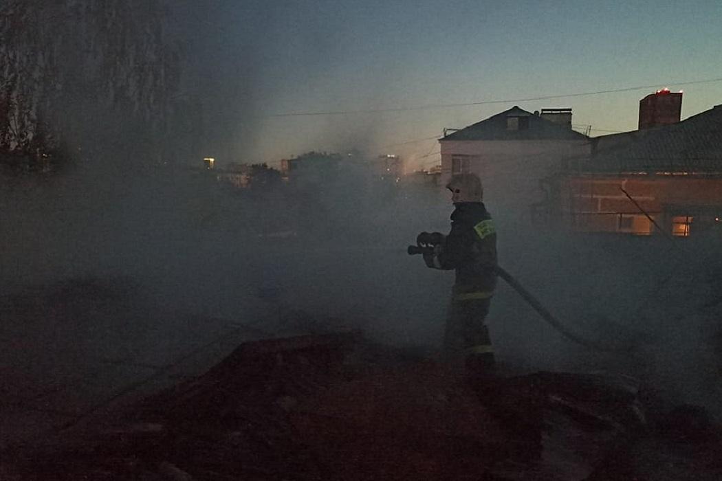 В Екатеринбурге два человека погибли при пожаре в 5-этажном доме на Мичурина