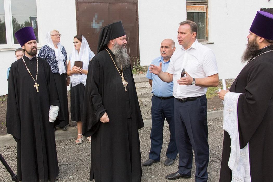В Нижнем Тагиле освятили купол и крест новой часовни в честь Демидовых