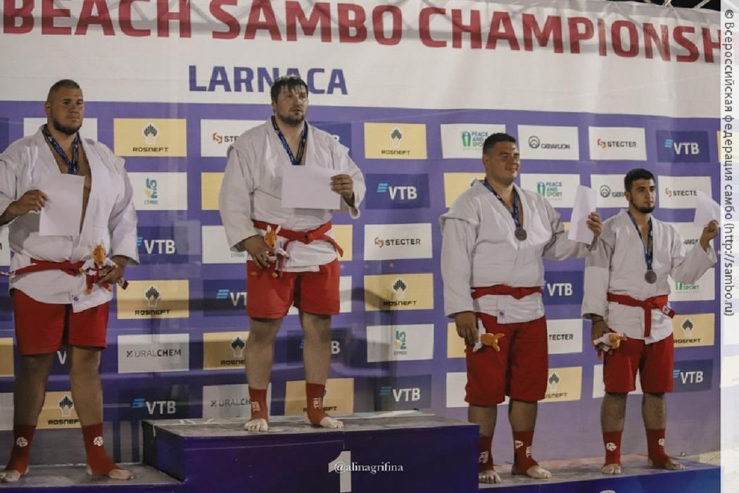 Артур Хапцев из Верхней Пышмы стал 2-кратным чемпионом мира по пляжному самбо