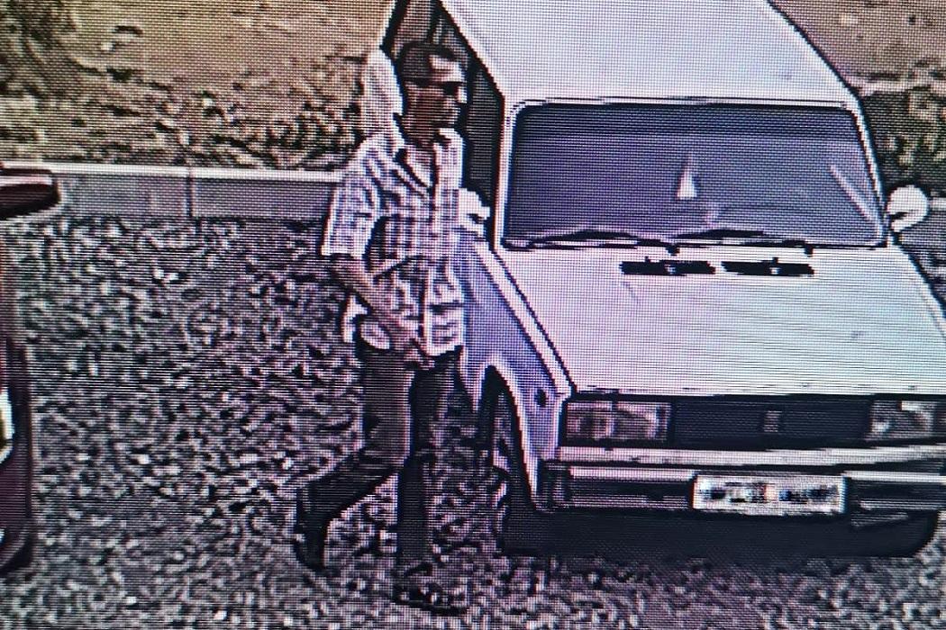 В Нижнем Тагиле разыскивают ограбившего пенсионерку в подъезде мужчину