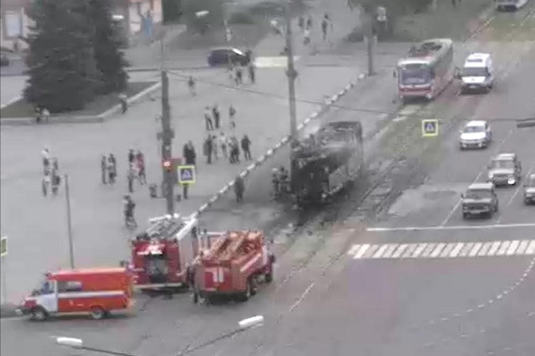 В Нижнем Тагиле трамвай №10 сгорел возле Площади Славы