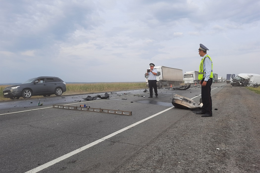 В ДТП с грузовиком водитель фургона погиб на трассе «Пермь-Екатеринбург»