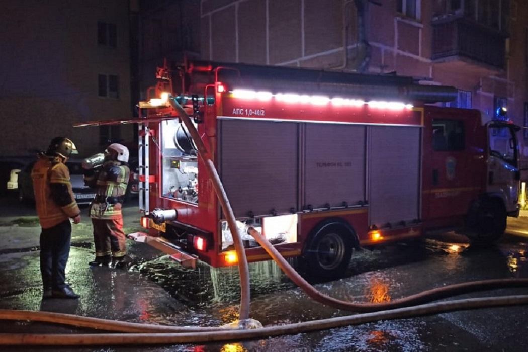 Жильцы горевшего дома на Мичурина в Екатеринбурге возвращаются в свои квартиры