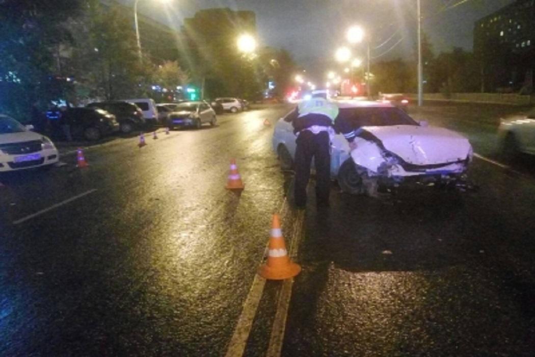 В Екатеринбурге в массовом ДТП на Крауля пострадали две маленькие девочки