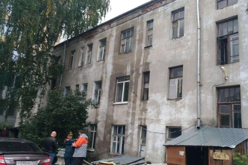 Дом на улице Орджоникидзе в Тюмени признан зоной вероятной ЧС