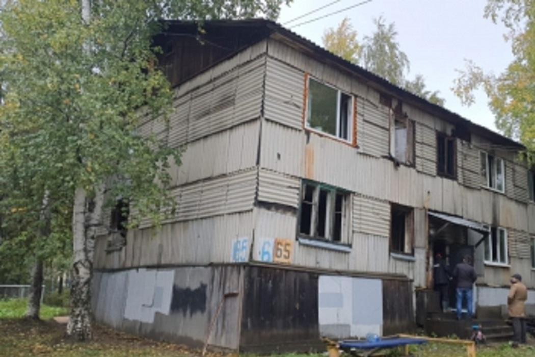 Два человека погибли и два пострадали при пожаре в доме в Нефтеюганске