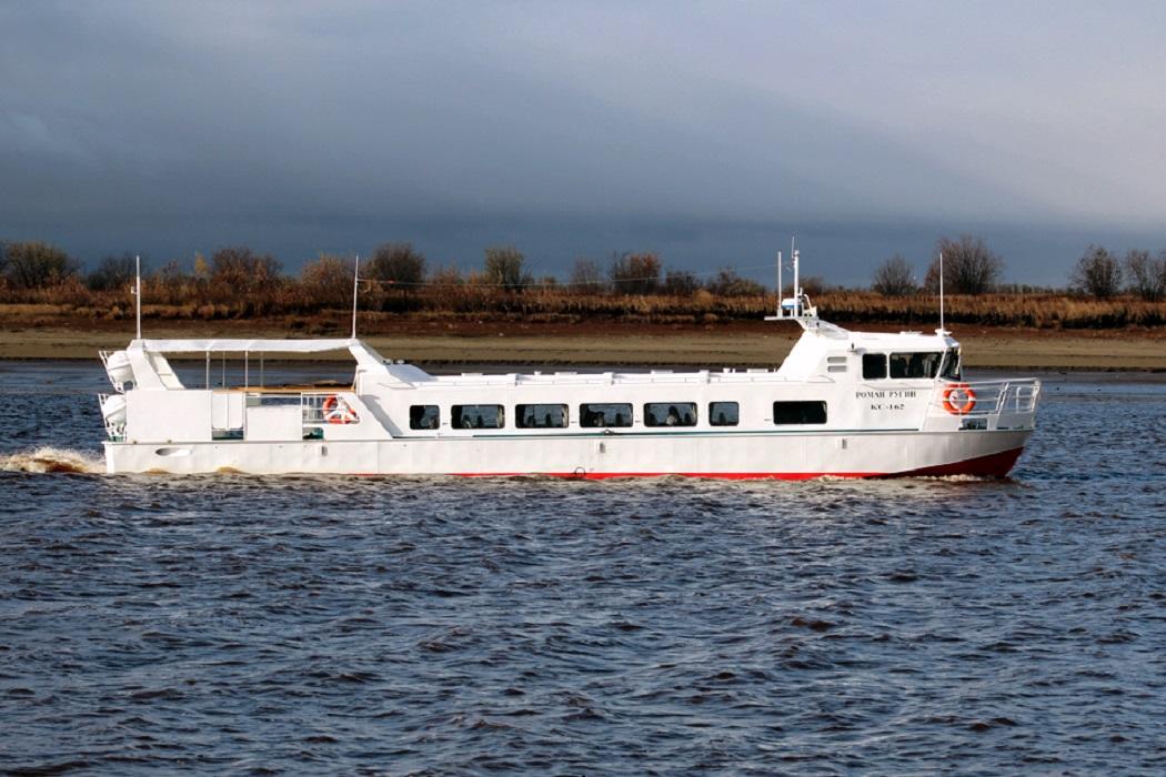 Два новых пассажирских катера пришли на Ямал