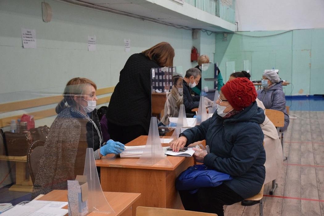 Голосование + выборы + депутаты + Единая Россия + коммунисты + КПРФ + бабушка + госуслуги