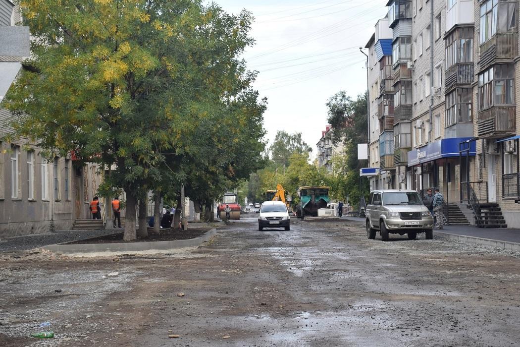 Машины + улица + ремонт + ямы + дорожные рабочие