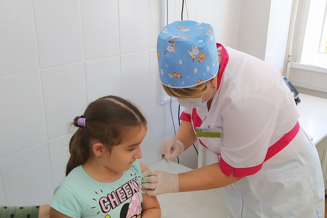 Прививочная кампания по вакцинации стартовала в детской поликлинике Нягани1