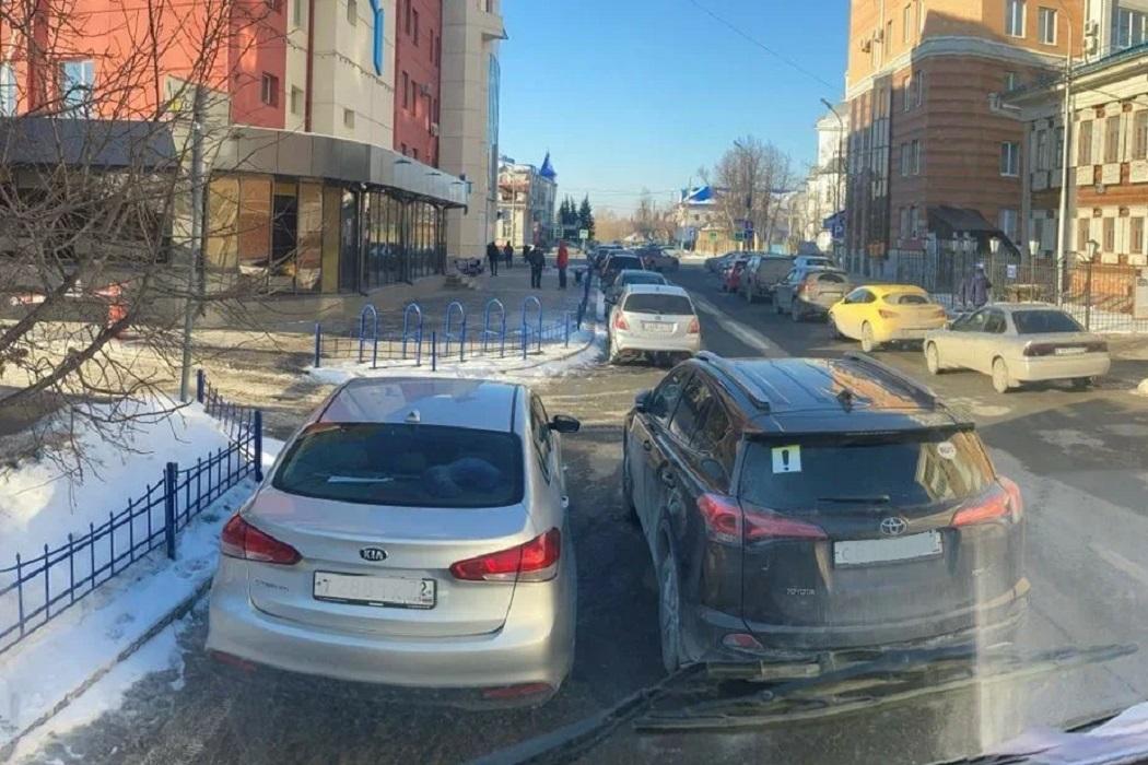 Регоператор просит тюменцев правильно парковать автомобили