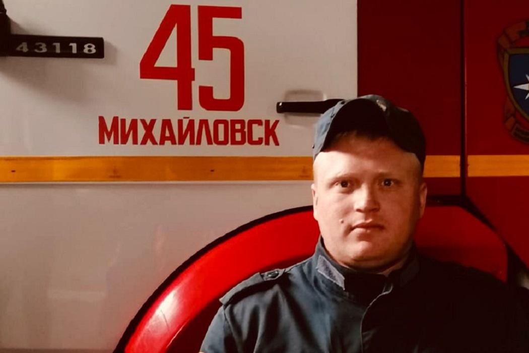 На Урале водитель пожарной машины спас женщину с детьми из горящего дома