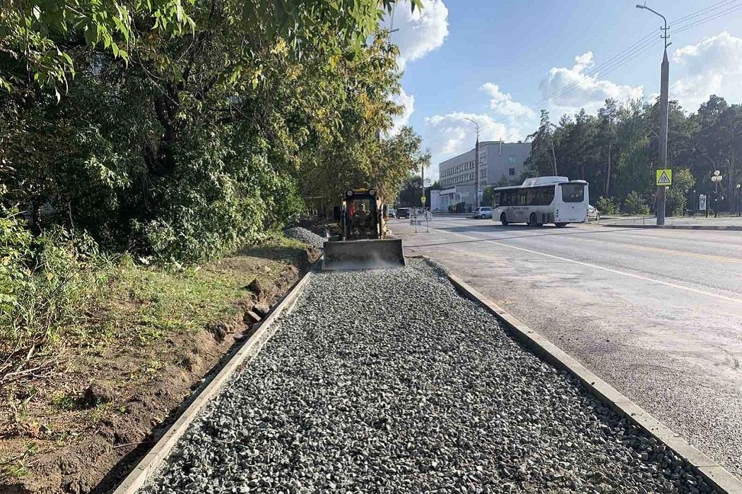 Трактор + щебёнка + щебень + ремонт тротуара