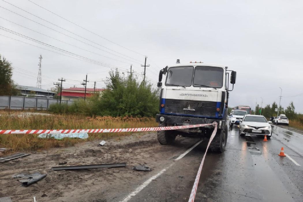В Лянторе два человека погибли в ДТП с грузовиком