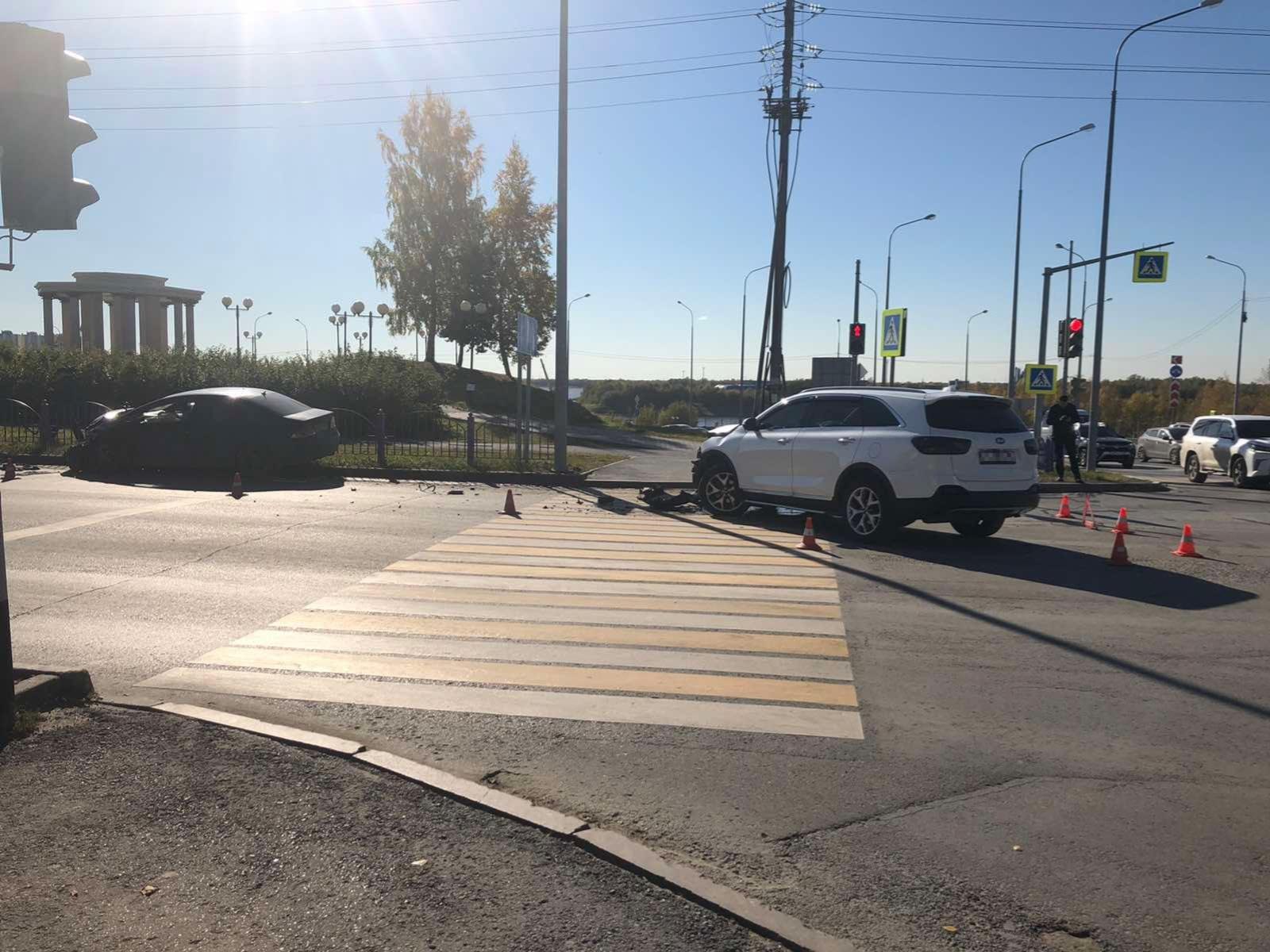 В Нефтеюганске водитель «Киа» выехал на «встречку» и спровоцировал ДТП 2