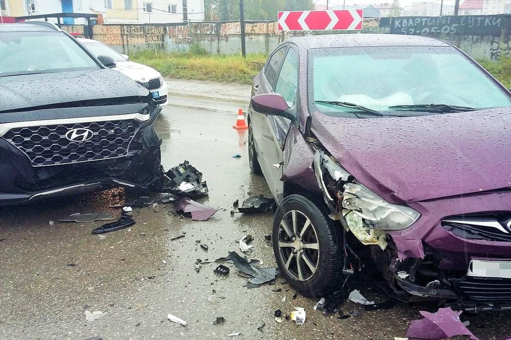 В Нижневартовске два человека пострадали в ДТП с двумя иномарками