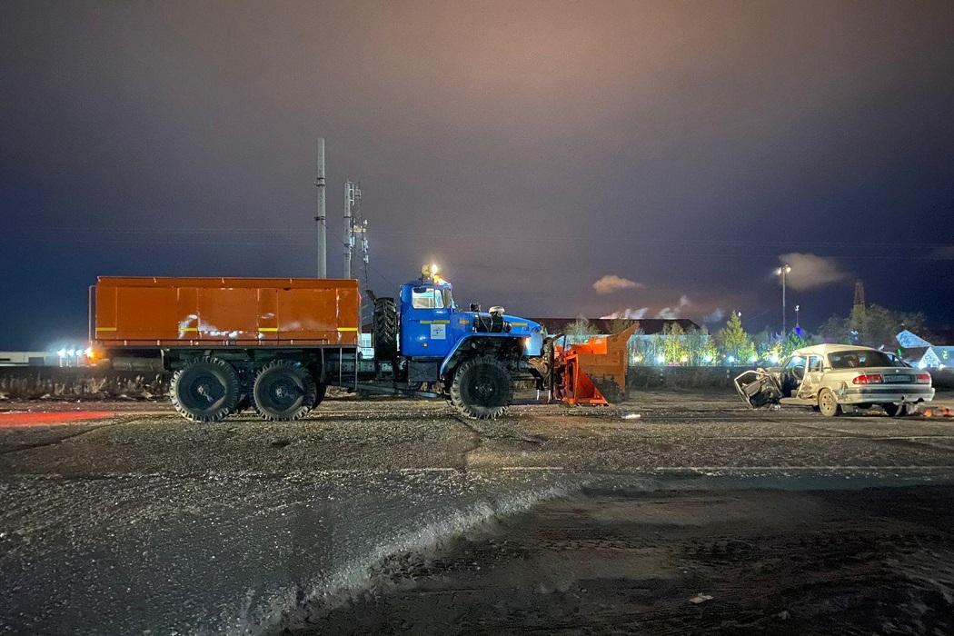 В Новом Уренгое водитель «Волги» попал в больницу после ДТП с грузовиком